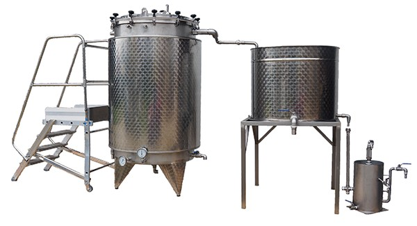 Distillateur alambic  1000 litres avec essencier, et echelle d'accès